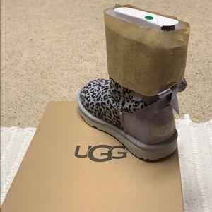 Girl Ugg boots